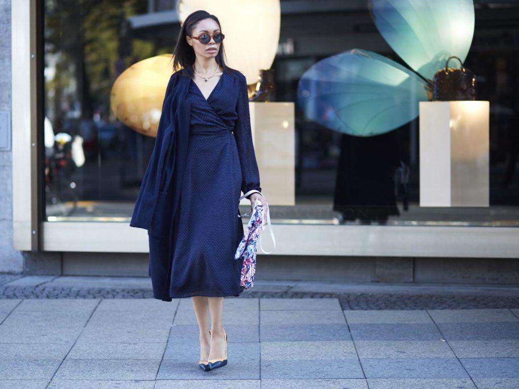 welche schuhe passen zum dunkelblauen kleid – modelle und farben