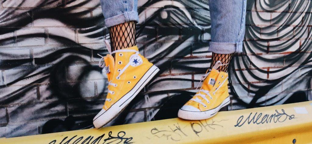 gelbe Sneakers