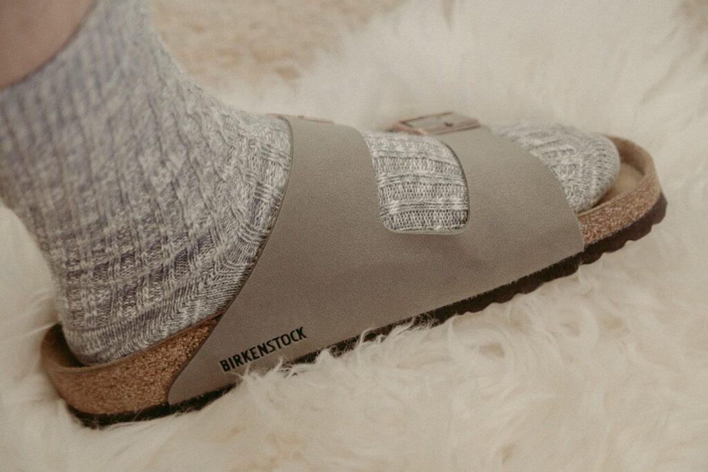 Pantoletten von Birkenstock kombiniert mit Socken
